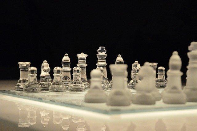 Skleněná šachovnice