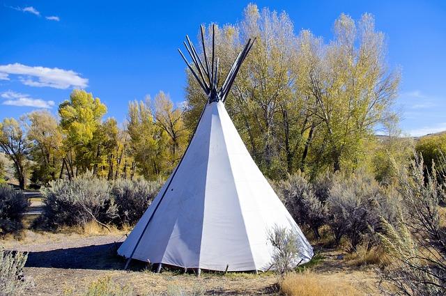 teepee ve volné přírodě