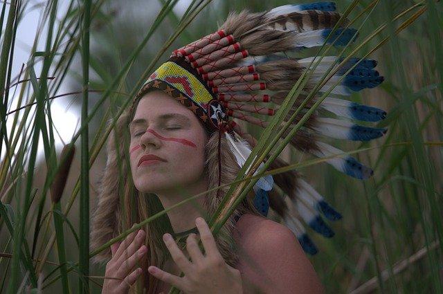 obličej dívky jako indiánky